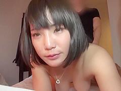 Die kleine Japanerin Maki Kawano bläst auf dem Schwanz ihrer Studentin im College